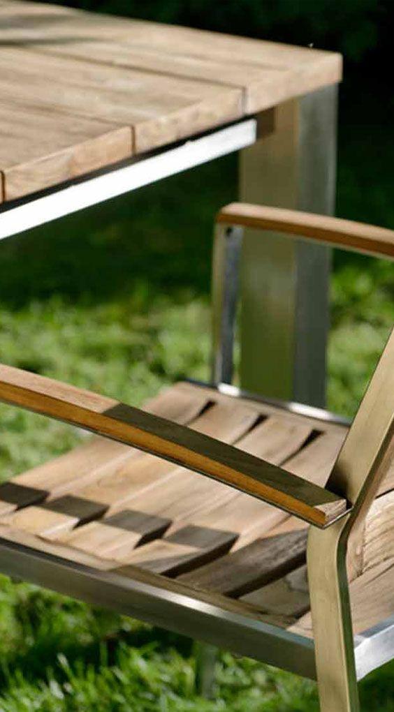 Gartenstuhl aus Edelstahl und Teak - Diamond Garden Treviso Stapelsessel. Mehr Gartenstühle aus Edelstahl und Teak gibt's bei Garten-und-Freizeit.de https://www.garten-und-freizeit.de/diamond-garden-treviso-stapelsessel-edelstahl-recycled-teak.html