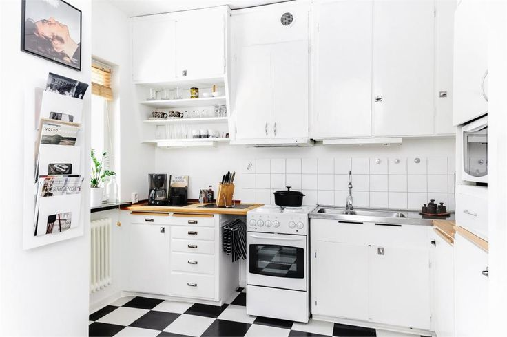 Ljus och fräsch lägenhet i natursköna Sommarro. Rymligt kök och vardagsrum, helkaklat badrum och balkong. Bostaden kan enkelt byggas om till en 1,5-rummare och få ett sovrum. Ett stenkast från lägenheten ligger Stadsskogen med motionsspår och gläntan för härliga sommaraktiviteter samt bra busskommunikationer in till centrum. Perfekt bostad för dig som studerar eller som första bostad. Välkommen till visning!