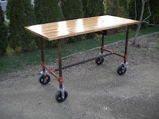 table w/wheels: Tables Wwheel