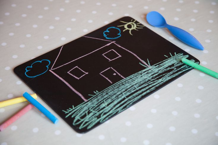 Watch with Rachel: make meals fun with this super easy project. Spray an old placemat PlastiKote's Chalkboard spray paint!