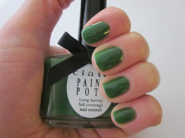 Nagellak Stiletto - 13,5 ml - Creme  Deze leger groene kleur nagellak van Ciaté kan je look super chique maken door het te dragen met een jeans of een witte outfit.  Prijs: 8,99 euro Gratis verzending binnen Nederland.
