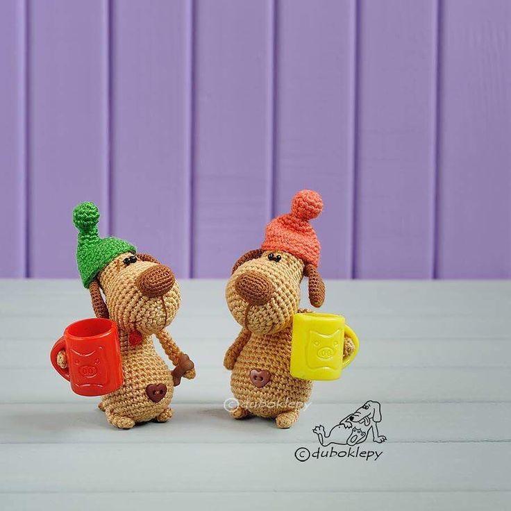 Захарчик и его приятель в зелёной шапке спешат поздравить всех отважных мальчиков с их праздником У...