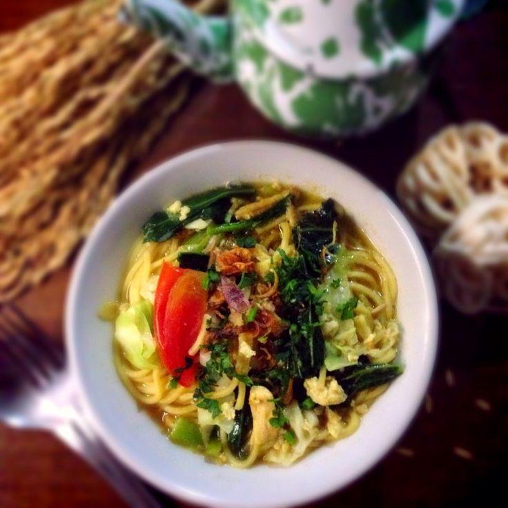 Javanese noodle soup (mie godog jawa)