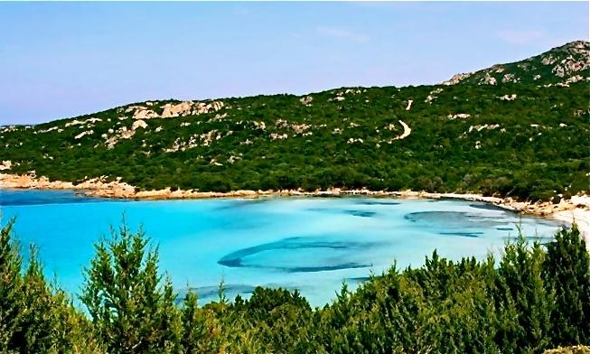 """Costa Smeralda nella bellissima spiaggia del Grande Pevero     http://bit.ly/Lu2OOP    La foto di Federica Ghisaura ha partecipato al contest """"Sardinia Summer Preview"""""""
