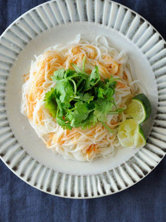 こちらのユニークなそうめんアレンジメニューを教えてくれたのは、インドの南部に位置するケララ州出身の日本在住外国人。ピリ辛ソースにあえて、ライムを絞って召し上がれ。>「外国人に聞きました! そうめんのアレンジ・レシピを教えて!」特集TOPに戻る |『ELLE gourmet(エル・グルメ)』はおしゃれで簡単なレシピが満載!