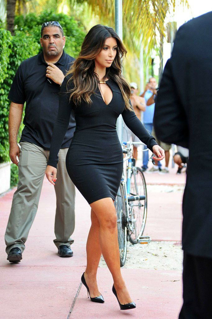 Is always important to have a black dress in your closet, could wear them to any type of occasions!!