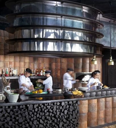 InterContinental Danang Sun Peninsula Resort: Barefoot cafe #log #counter
