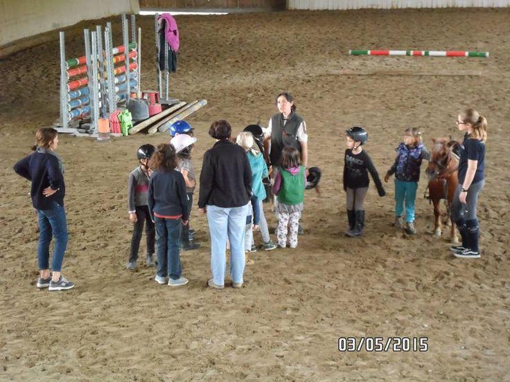 Nel nostro pomeriggio musicale c'è spazio anche per il battesimo della sella per i bimbi che vogliono provare il pony: Ariel, Greta, Luca, Anita ...