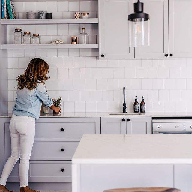 Finalising the KITCHEN today for #thehillsarealivewithrenofive ... Sooooooo excited and can't wait to show you!! #realrenos #threebirdskitchens  @hannahblackmore from #nestinginnorthmeadrenofour   White 10 x 10 ceramic tile @amberkellyville @ambertiles