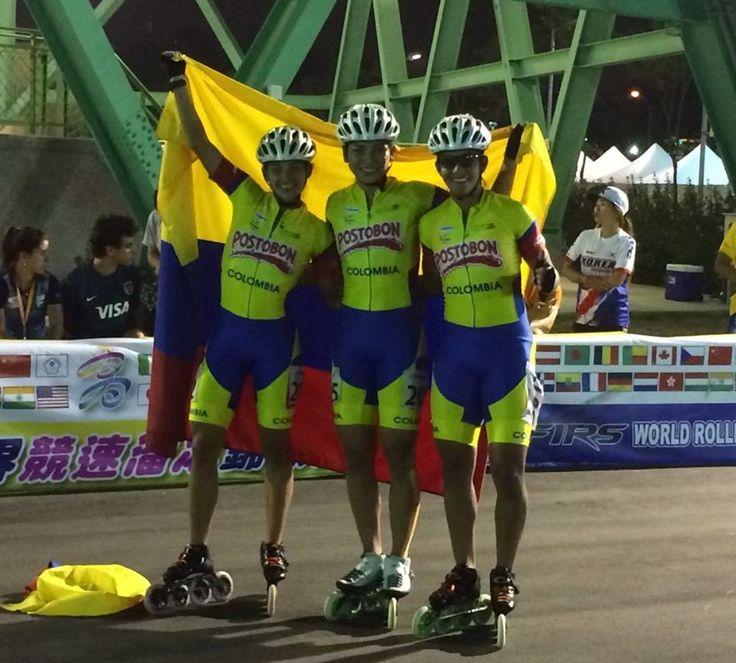 Estefanía Hurtado, Paola Segura y Fabriana Arias, campeonas mundiales de ruta en los 5000 metros relevos mayores damas, en el 2015.