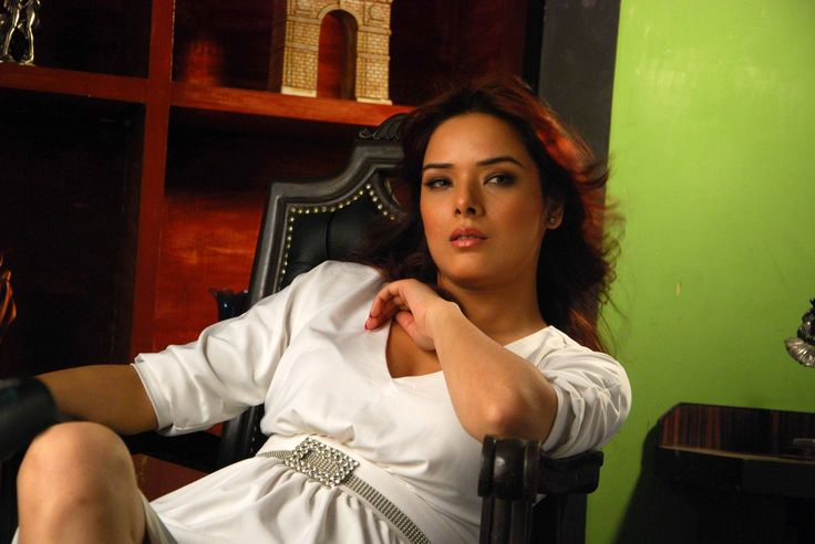 #4k udita goswami hd wallpaper (3872x2592)