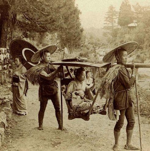 Japan. Geisha travelling by yama kago in 1901 ( Meiji era)