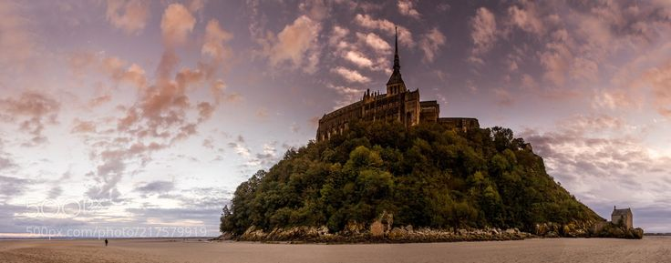 Walking in the bay of the mont Saint Michel yo tak ... (Serge Ramelli / Los Angeles / USA) #Canon EOS 7D #landscape #photo #nature