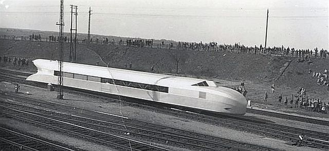Rail Zeppelin 1932 by kitchener.lord, via Flickr