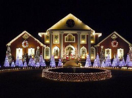 Outdoor LED Yard and House Christmas Light Display