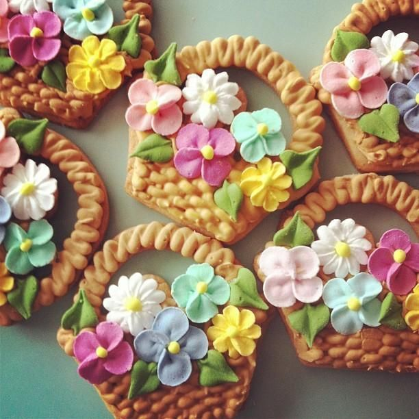Awesome flower basket cookies, such stunning hard work.................~