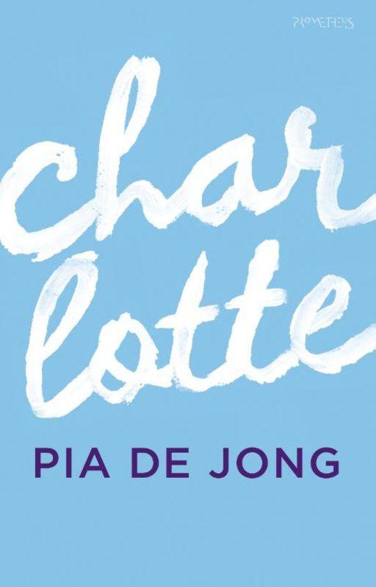 24/52 Charlotte (Charlotte is het diep persoonlijke relaas van Pia de Jong over het jaar waarin zij haar pasgeboren, doodzieke dochter koesterde binnen de veilige cocon van haar gezin. Ik las het in één adem uit.