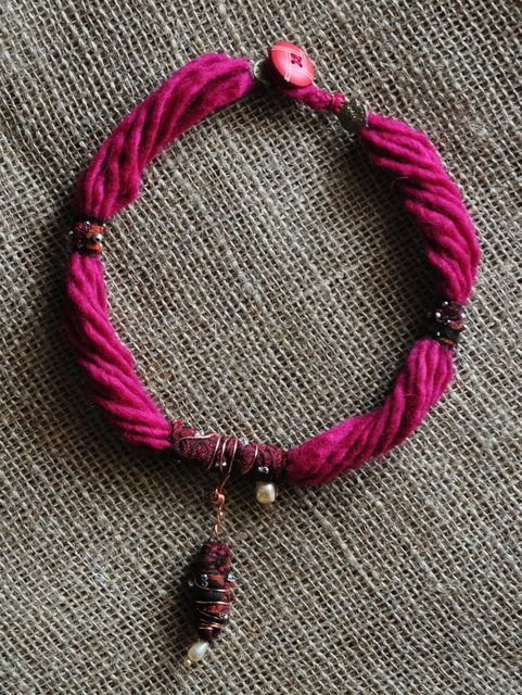 textile jewelery wool Collana lana rossa