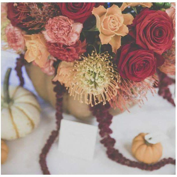 L'autunno: una bozza di colori caldi, la cornice perfetta per un matrimonio intimo.  Foto @andreamuscatellophotographer  #fallwedding #matrimonioinautunno #nationalpumpkinday #fioridistagione #fiori #matrimonio #falldecorations #pumpkindecorating #weddingdesign #flowerdesign #floralcenterpiece #centrotavola #zucca #l4l #bloom #like4like #loveit #fioriarancioni #protea #milano #floraldesign #allestimenti #save_the_date_