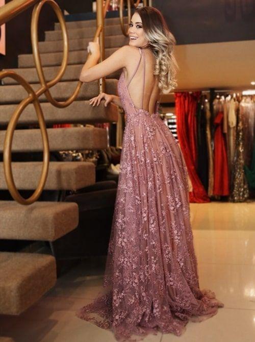 Vestido de festa longo: 10 vestidos perfeitos para madrinhas! | Lace evening dresses, V neck prom dresses, Prom dresses