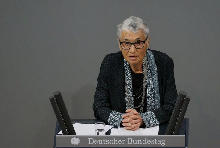 Holocaust-Überlebende lobt Merkels Flüchtlingspolitik - Politik - Süddeutsche.de