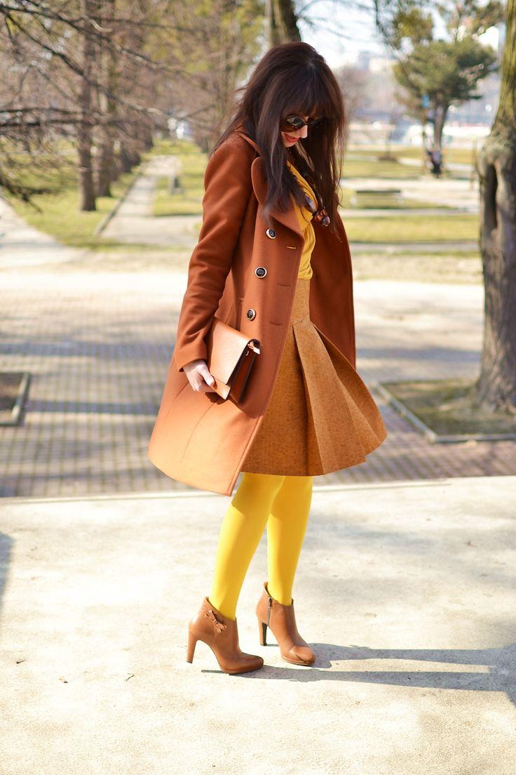 Založené 2014_Katharine-fashion is beautiful_blog 5_Dunajský pivovar_Žlté pančuchy_Hnedý kabát_Koňaková skladaná sukňa_Katarína Jakubčová_Fashion blogger_Outfit #fetishpantyhose #pantyhosefetish #legs #heels #blogger #stiletto#pantyhose