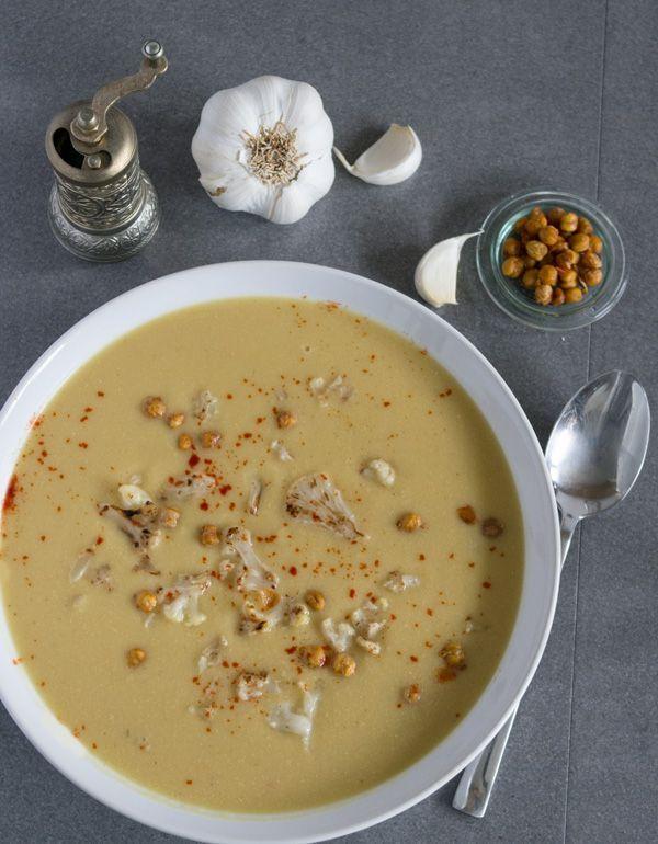 Kichererbsensuppe mit gerösteten Blumenkohlröschen, super lecker, super schnell zuzubereiten http://www.einepriselecker.de