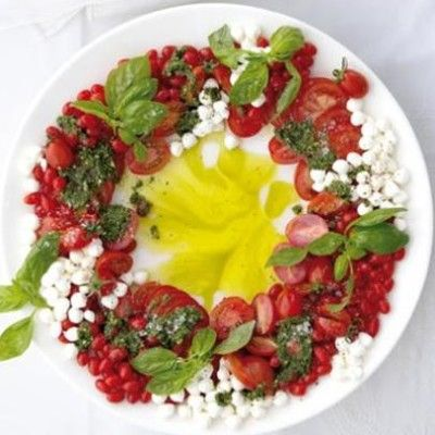 Taste Mag | Christmas caprese wreath salad @ http://taste.co.za/recipes/christmas-caprese-wreath-salad/