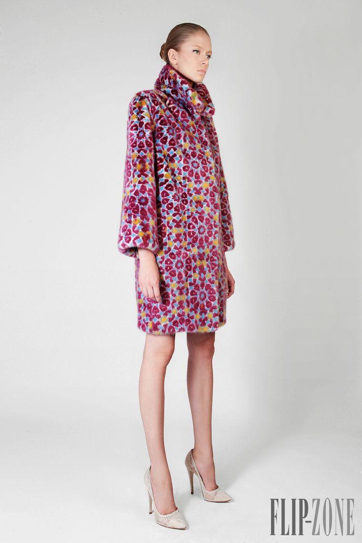 "Rami Kadi ""Un souffle d'Orient"", F/W 2014-2015 - Couture - http://www.flip-zone.com/fashion/couture-1/independant-designers/rami-kadi-4818"