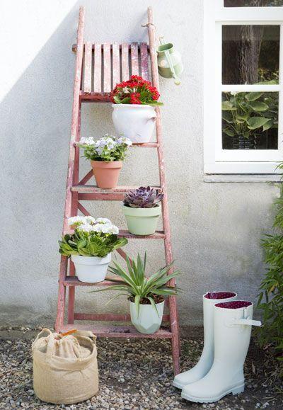 creatief met bloempotten, potten op trap. Fotografie: Rolinda Windhorst Styling: Stijlbloem