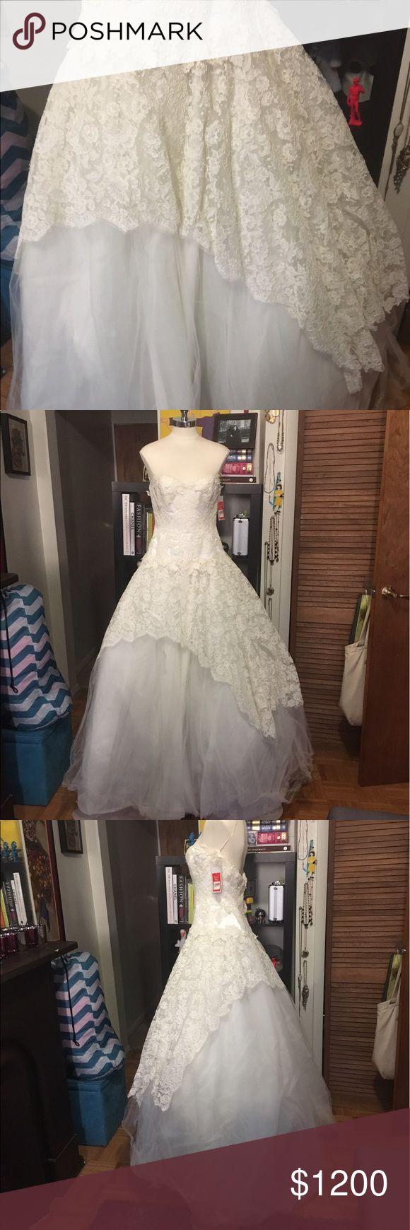 Edgardo Bonilla Wedding Dress Edgardo Bonilla wedding dress. Sample sale,in good but not great condition. Never worn, has a few tears in the lace. Tags still on! Edgardo Bonilla Dresses Wedding