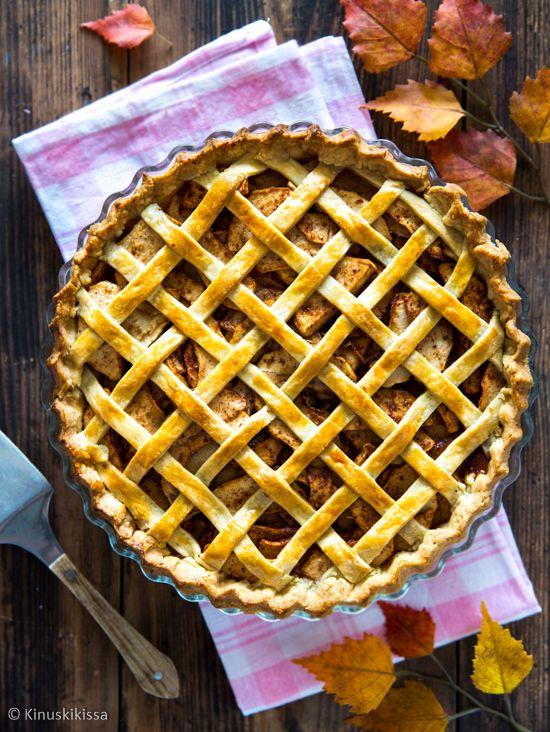 Omenapiirakka - apple pie on yksi suosituimmista amerikkalaisista piirakoista. Sen resepti on yksinkertainen, jolloin omenan maku pääsee oikeuksiinsa.