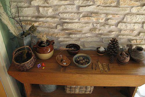 a nice nature table: Materials Natural, My Girls, Natural Materials, Natural Discovery, Nature Table, Natural Center, Natural Tables, Natural Plays, Nice Natural
