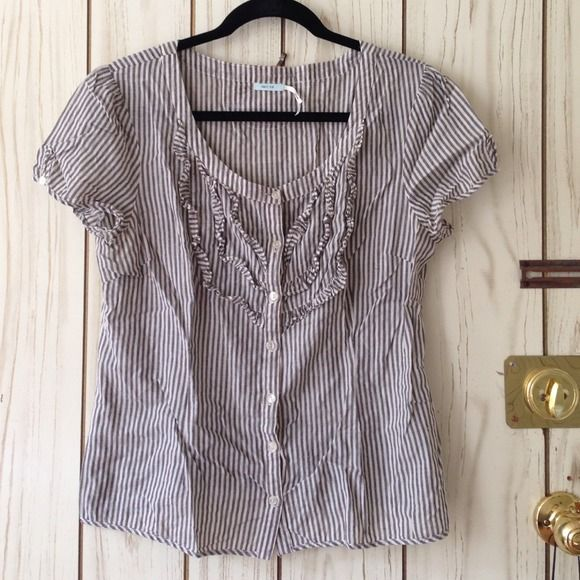 Kimchi Blue striped top. Hipster chic! Really cute striped top from Kimchi Blue. Nice cap sleeves with key hole detail. Grayscale stripes that are perfect for fall. Pair with some black skinny jeans and you'll be the perfect hipster girl! Urban Outfitters Tops