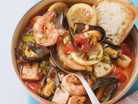 Probieren Sie den leckeren Fisch-Muschel-Eintopf von EAT SMARTER oder eines unserer anderen gesunden Rezepte!