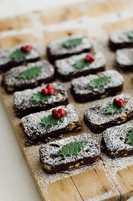 Beautifully decorated Christmas Brownies. #food #brownies #Christmas