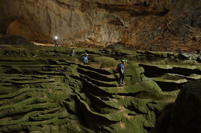 Barlang-lépcsök-Vietnam NationalGeographic.rs