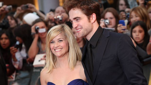 Robert Pattinson Is Living in Reese Witherspoon's House. Would you like them as a couple? #twilight #robertpattinson #fantasycouple #gawker