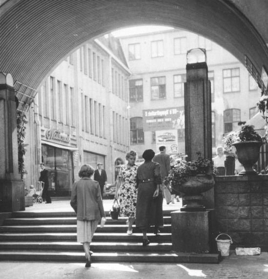 1950 n . City-käytävä.  City-käytävä Helsingissä vuonna 1950. (Kuva Hgin kaupunginmuseo, Kustaanheimo).