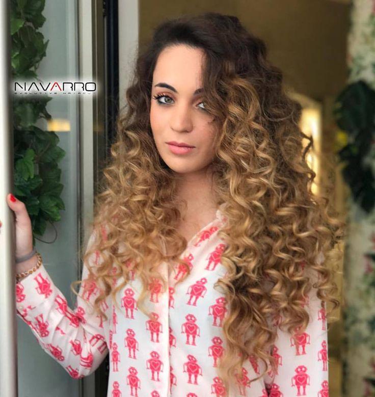 Quién ha dicho rizos?! 🙀😻😻😻 Nos encantan las melenas cuidadas, con brillo y bien hidratadas, pero sobre todo con personalidad!. Color, peinado y maquillaje by @NavarroEstilistas #Pelo #Melena #rizos #HairStyle #peinados