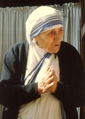 Citations de Mère Teresa sur l'amour, la charité, la pauvreté, la solitude, la souffrance, la paix, la bonté, la vie quotidienne, la gaieté, le bonheur...