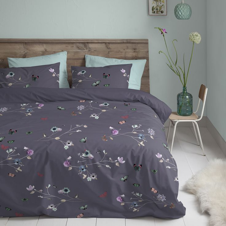 Het dekbedovertrek Emilie van Cinderella doet je denken aan een fijne vroege ochtend, waar het leven langzaamaan begint te bruisen en je een nieuwe dag tegemoet gaat. Vrolijke vlinders en geschilderde bloemen zijn afgezet tegen een softe ondergrond. #cinderella #dekbedovertrek #slaapkamer #vlinders #butterflies #bedroom #botanisch #botanic #pastel