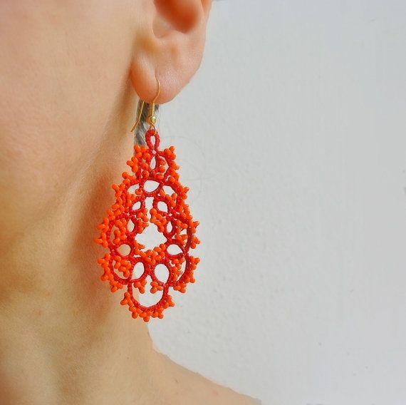 Orecchini chiacchierino fiamma rosso e arancione color block | orecchini chandelier con perline | frivolitè | orecchini grandi leggeri