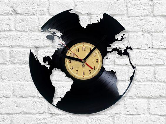 Reloj de pared con discos de vinilo