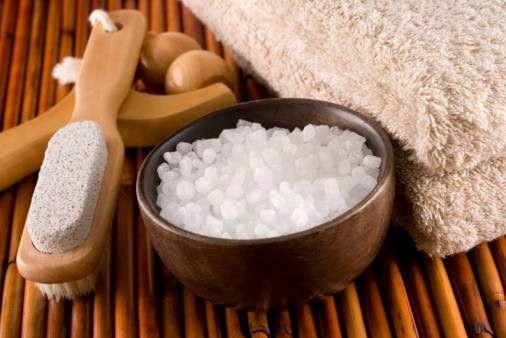 (a.c): SALE CALDO: rimedio naturale contro dolori cervicali e bronchiti