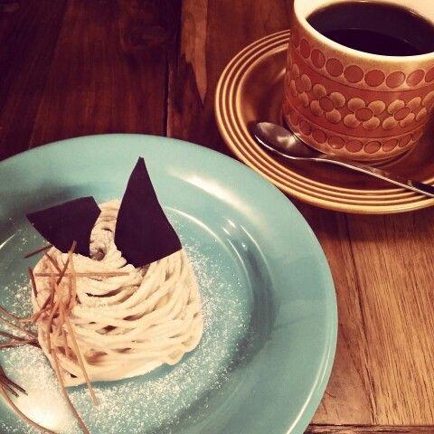 盛岡市上田にあるナガサワ珈琲。 秋の時期のお楽しみ、 和栗のモンブランとsmileBlend。
