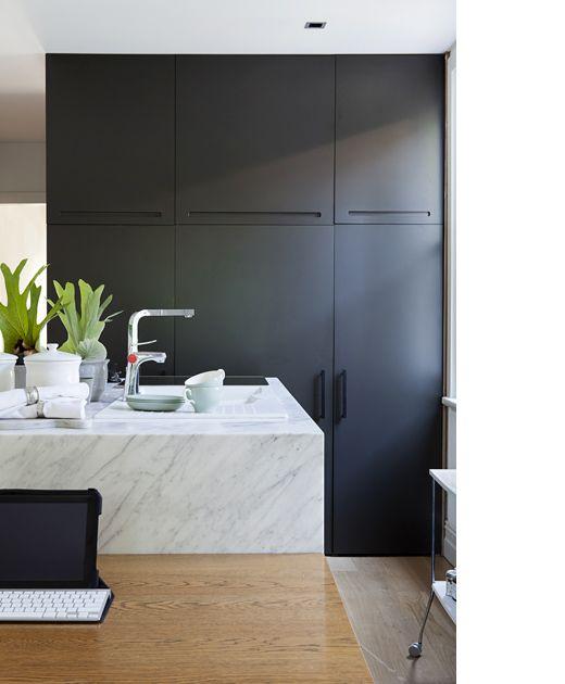 Yummy Minimalisim in the kitchen. Sydney Home – Heidi Gill and Family via Design Files