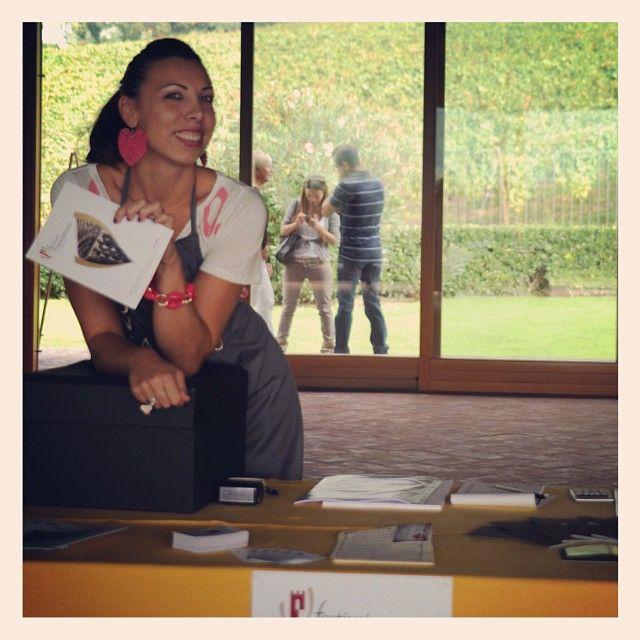 """@Ronco Calino Franciacorta's photo: """"#FestivalFranciacorta. All'ingresso vi aspetta Stefania. Siete pronti per questa interessante esperienza? #franciacorta #vino #wine #winetasting #sparklingwine #italianwine #italy #italia #lovewine #winelovers #instapic #instagood #instalove #italy #italia #degustazione #festival #picoftheday #popularpic #igers #brescia #people #wow #tagstagram #tag #follow"""""""
