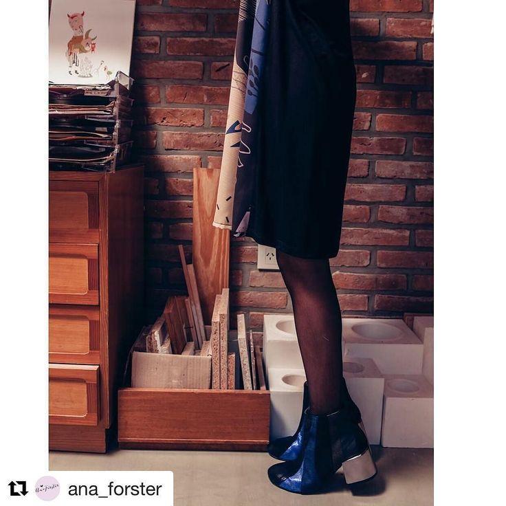 @ana_forster es ideal para un sábado a la noche y más aún si sos un chica DECIDIDA  #chicaslp ! El equipo perfecto! Modelo DECIDiDA azul miles de texturas y taco cromado. #lpatemporales #lpfans #loveshoes #luzprincipe #hacemosloqueamamos #amamosloquehacemos