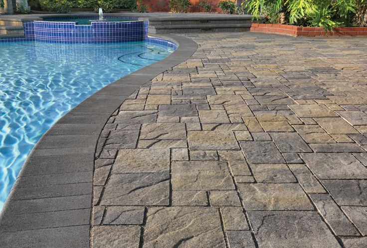 Gray-Moss-Charcoal Heartland Paver installed in an ashlar pattern. Steps and pool coping are Charcoal bullnose.